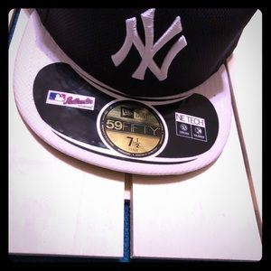 MLB NY Yankees Authentic Collection Hat